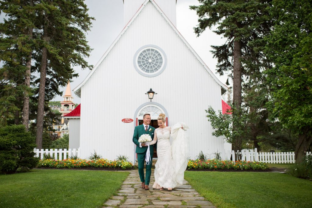 Bride and groom in front of a chapel in Tremblant