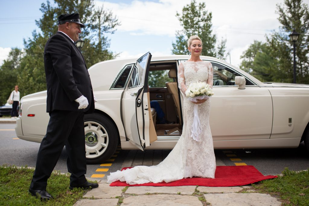 Wedding photographer Montreal: Bride and rolls royce about to get married