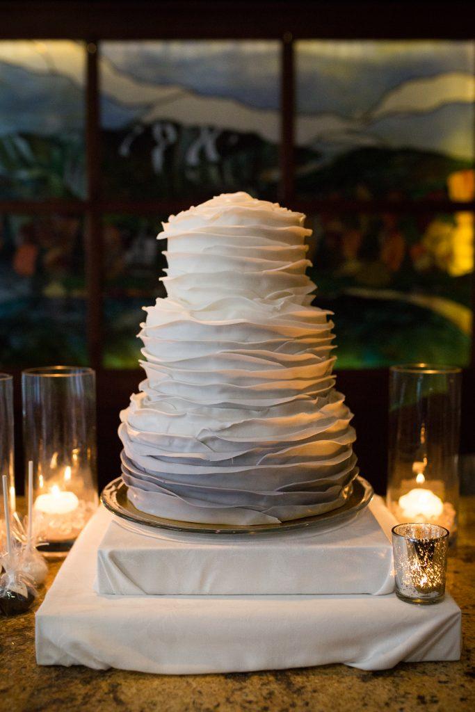 Photographer Montreal: Christina Esteban Photography wedding cake