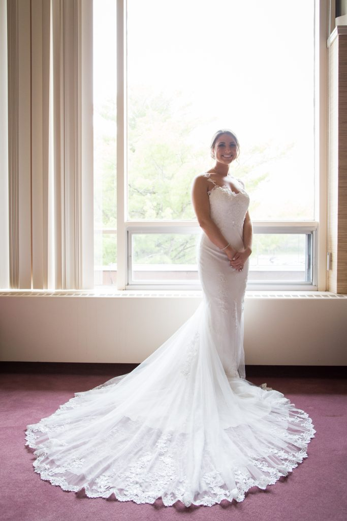 Montreal bride in her wedding dress on her wedding day in Montreal at Elmridge golf course
