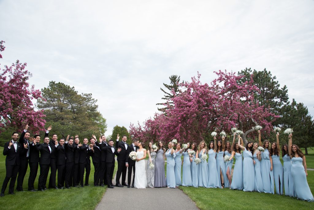 Group photo of the bridal party 30 bridesmaids and groomsmen in Montreal