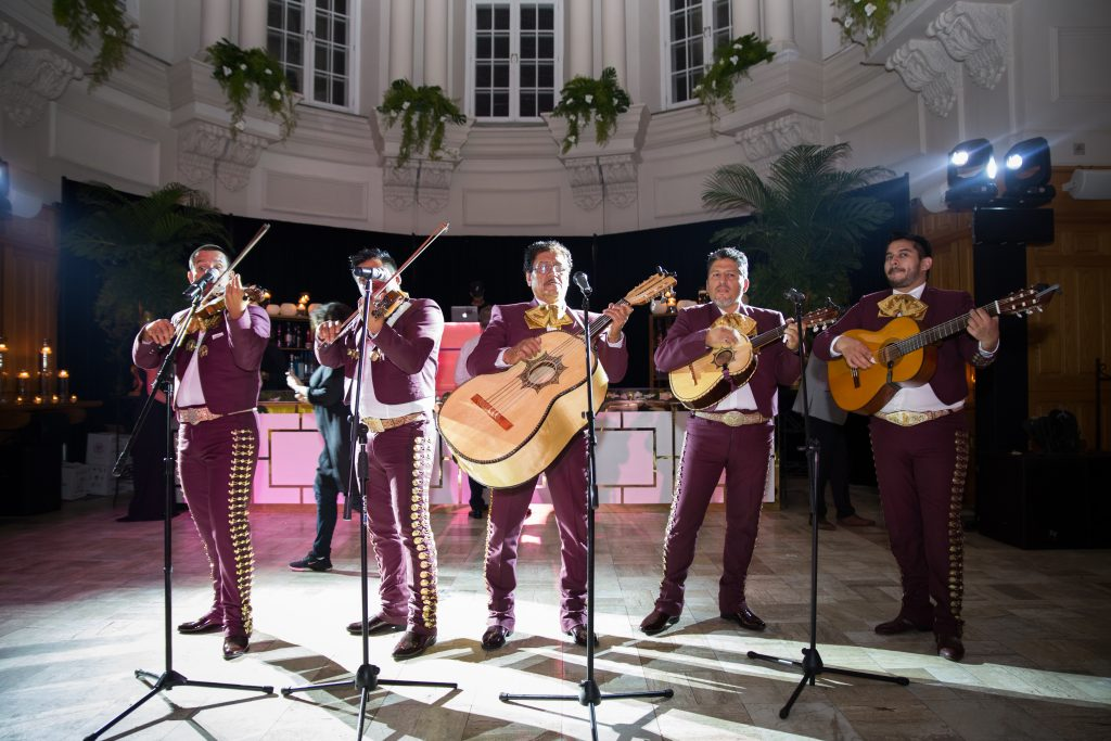 wedding reception with mexican mariachi band singing to wedding guests at abbaye, d'oka